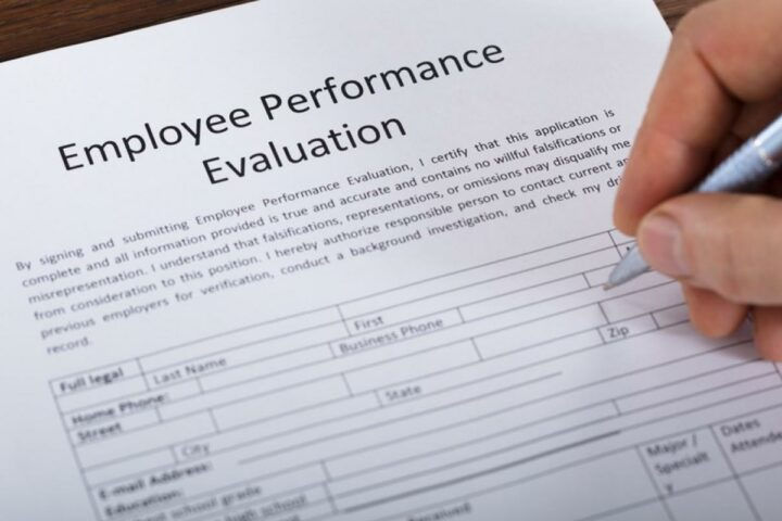 60 Employee Evaluation Comments You Can Use on Performance Reviews