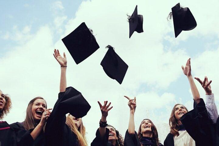 66 Free College Education Statistics: 2020/2021 Data, Trends & Predictions