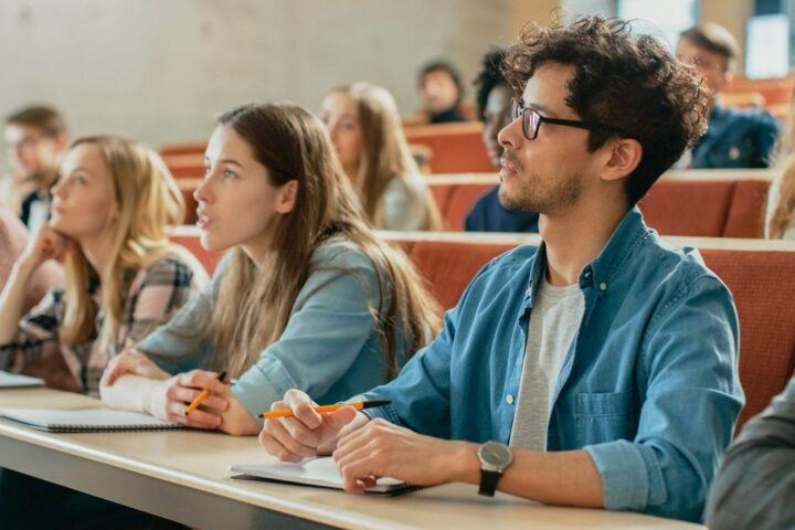 Number of College Graduates: 2021 Race, Gender, Age & State Statistics